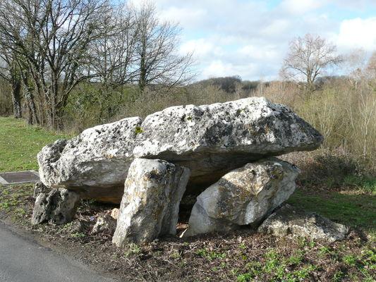 Dolmen de Loubressac - Mazerolles ©Béatrice Guyonnet (1).jpg