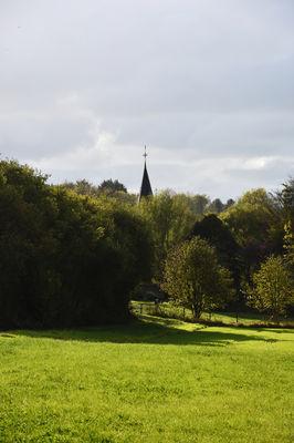 Nesles - champ de moutarde - église ©L. de Rocquigny_OTBCO.jpg