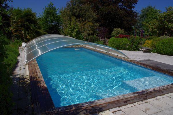 la-foret-sur-sevre-gite-le-bissut-piscine.jpg