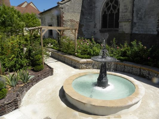 Jardin de l'église St André.JPG