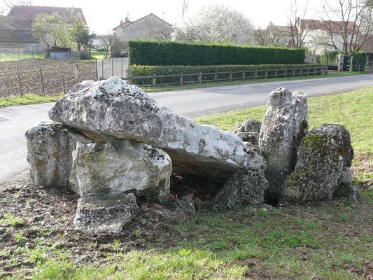 Dolmen de Loubressac - Mazerolles ©Béatrice Guyonnet (8).jpg
