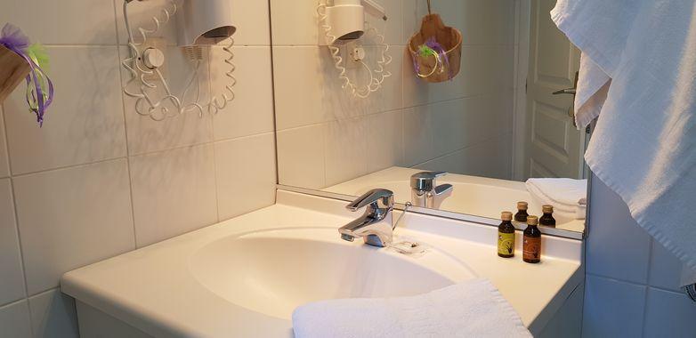 Lavabo chambre double 7.jpg