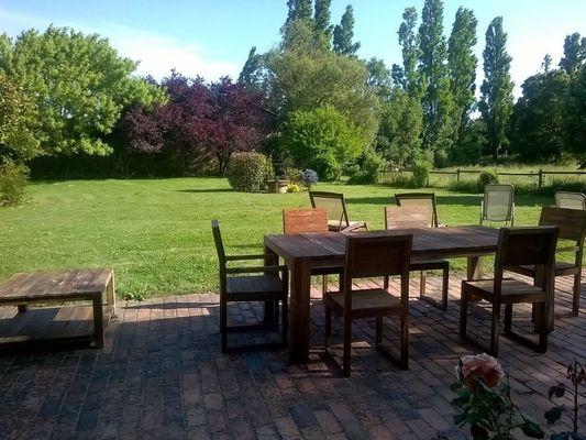 mauleon-st-aubin-de-baubigne-gite-les-guyonnieres-terrasse.jpg