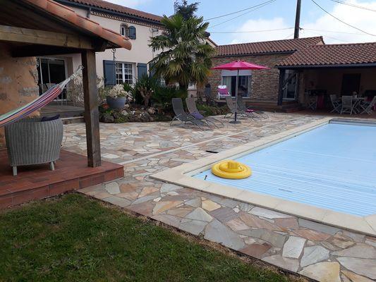 montravers-gite-lolivier-du-bocage-vue-piscinebis.jpg