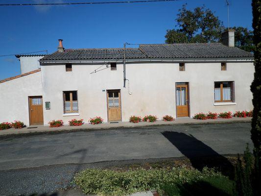 genneton-gite-les-3-roses-facade4.JPG