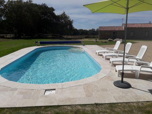 bressuire-la-chadronniere-piscine2.jpg