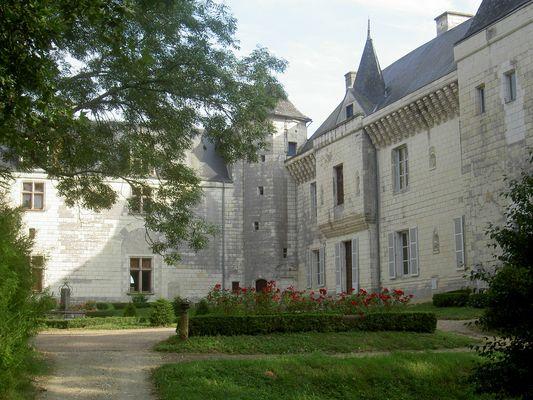 Château_de_La_Guerche_La_Roche_Posay.jpg