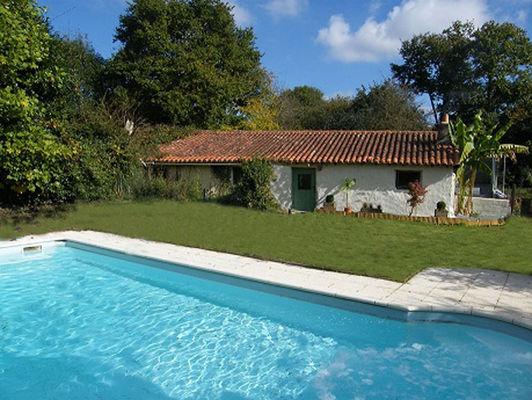courlay-gite-logis-marguerite-piscine.jpg