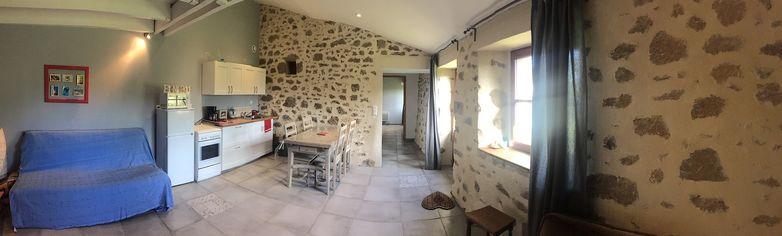 noirlieu-gite-du-chateau-sejour-cuisine-panoramique.jpg