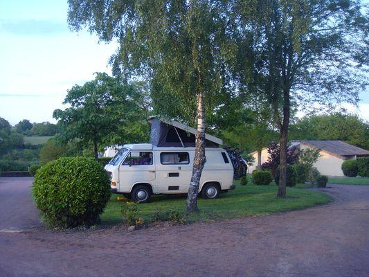 Argentonnay-camping-du-lac-dhautibus-aire-camping-car1-sit.jpg