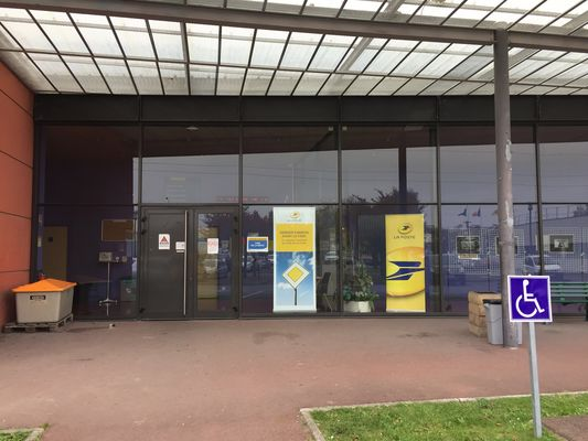 plateforme-courrier-la-poste-petiteforet-01.JPG