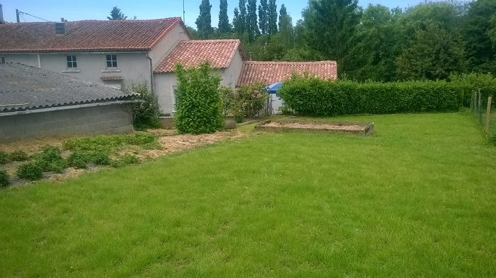 gite-a-la-ferme-chez-grand-mere-moncoutant-jardin1.jpg