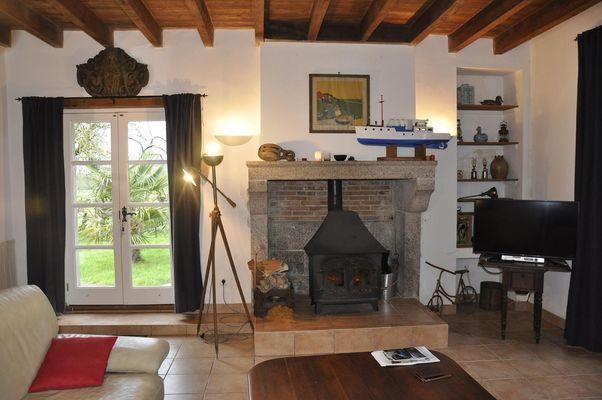 la-foret-sur-sevre-gite-le-loriot-cheminee1.jpg