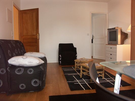 location-la-roche-posay-salon.JPG