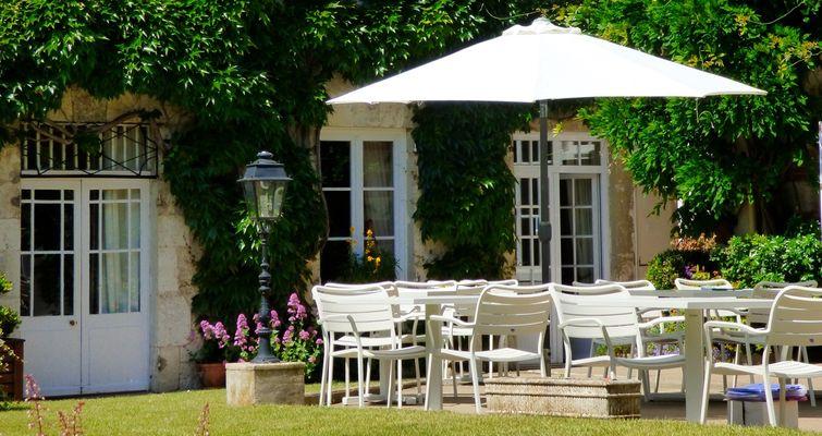 hotel-terrasse-chateaux.jpg