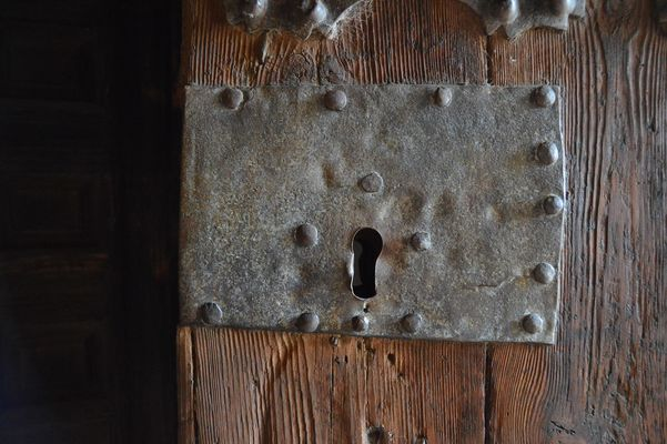 door-2777668_1920.jpg