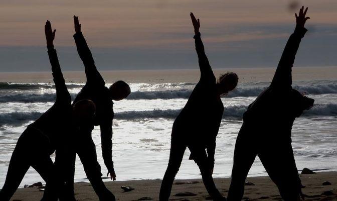 yoga a la plage - ile de re (6).jpg