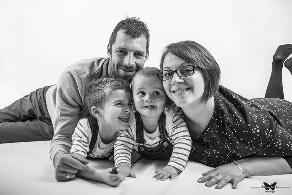victoria-facella-photographie-séance-photo-studio-famille-enfants-ile-de-re-la-rochelle-45-Modifier.jpg