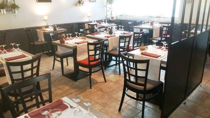restaurant-lemeraude-lesportesenre-salleamanger.jpg