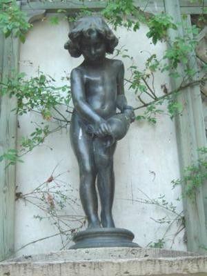 Enfant à la fontaine (2).jpg