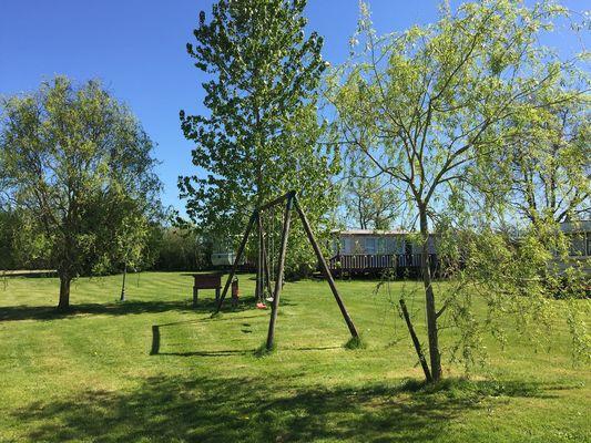 saint-maurice-etusson-camping-la-raudiere-jeux1.jpg