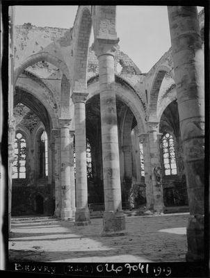 Eglise Saint-Martin nef détériorée en 1919 - Copyright Min de la Culture mediatheque de l'architecture et de la memoire.jpg