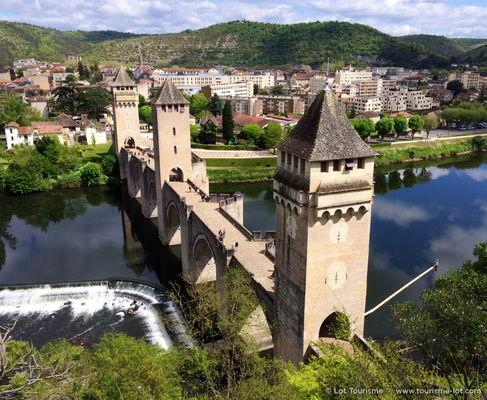 Le Pont Valentré © Lot Tourisme C. Novello 140421-150331_800x656.jpg