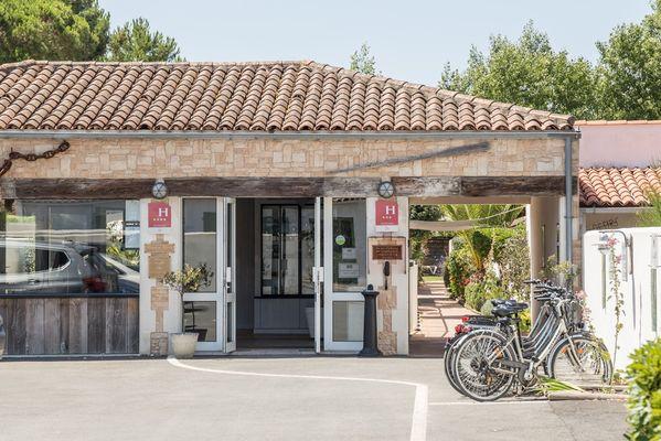 Groupe Elégance Hôtels - Réception  (3).jpg