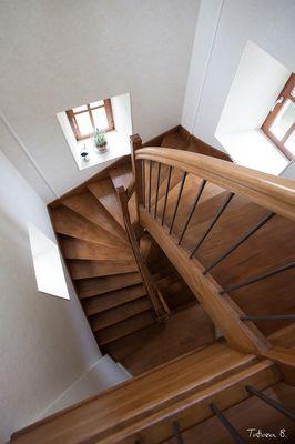 moutiers-sous-chantemerle-hotel-donaine-de-chantemerle-escalier.jpg