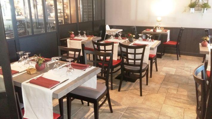 restaurant-lemeraude-lesportesenre-salleamanger-2.jpg