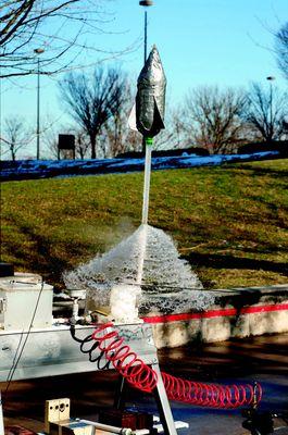 fusee_a_eau_©laboratoire_pedagogique_d_astronomie.jpg