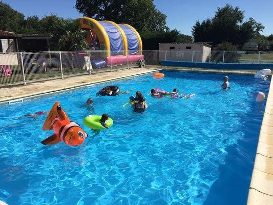 saint-maurice-etusson-camping-la-raudiere-piscine2.jpg