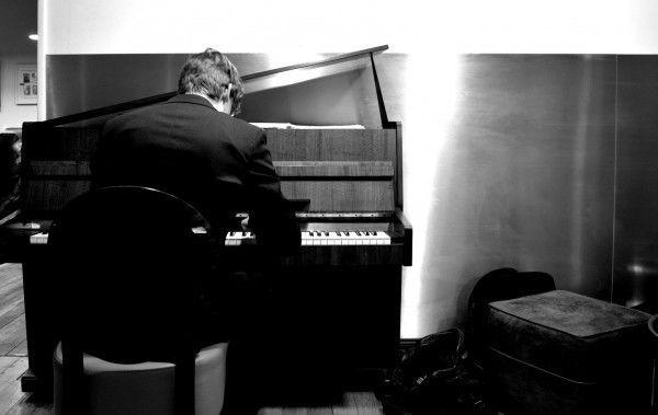 Autour du piano Bar avec Ilan De Greeff.jpg