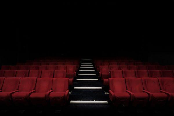 Theatre vide felix-mooneeram-222805-unsplash.jpg