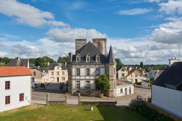 La mairie vue des des remparts.jpg