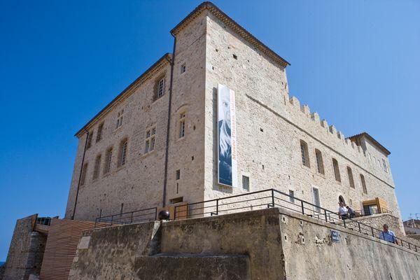 Musée Picasso 2008 (crédit Jean-Louis Andral) - rampe handicapés.jpg