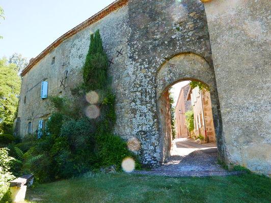 Montesquiou porte médiévale 2 © Alain Fourcade.JPG