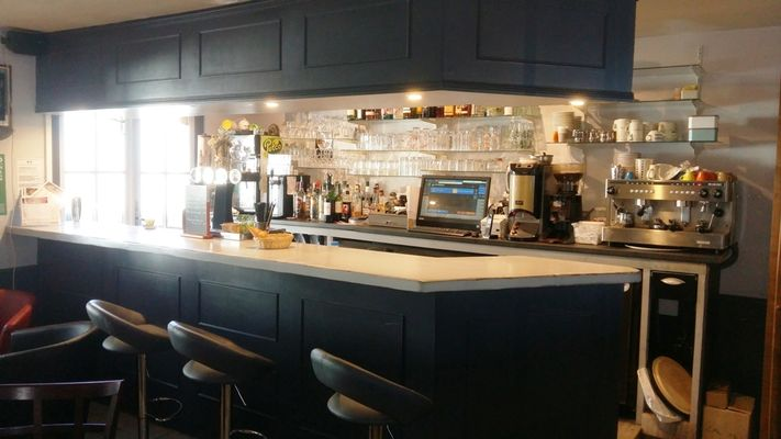 restaurant-lemeraude-lesportesenre-bar.jpg