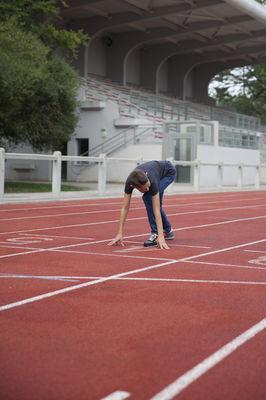 La piste d'athlétisme du Stade-Parc de Bruay-La-Buissière.jpg