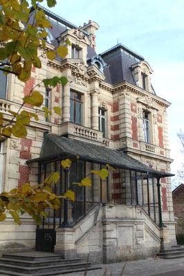 façade-chateau-dampierre-anzin.jpg