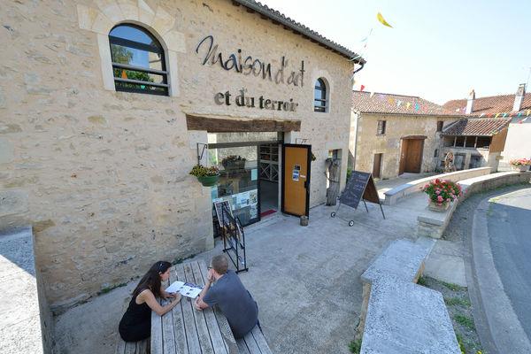 Maison d'art et du  terroir - Queaux ©Momentum Productions Mickaël Planes (7).jpg