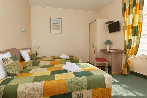 10-Hotel-France-Guise-Blois-chambre-twin.jpg