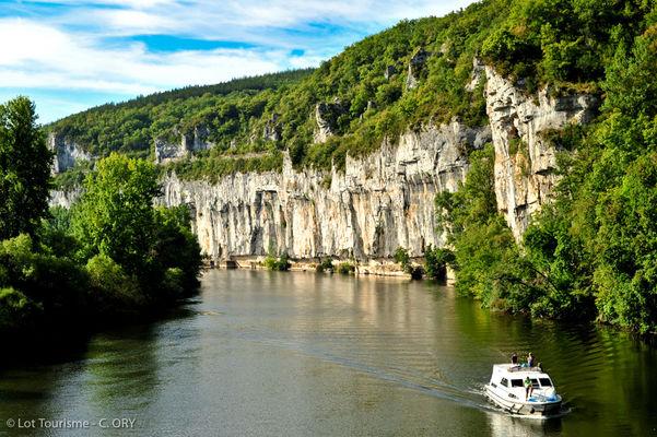 Navigation sur le Lot à Bouziès--© Lot Tourisme - C. ORY.jpg