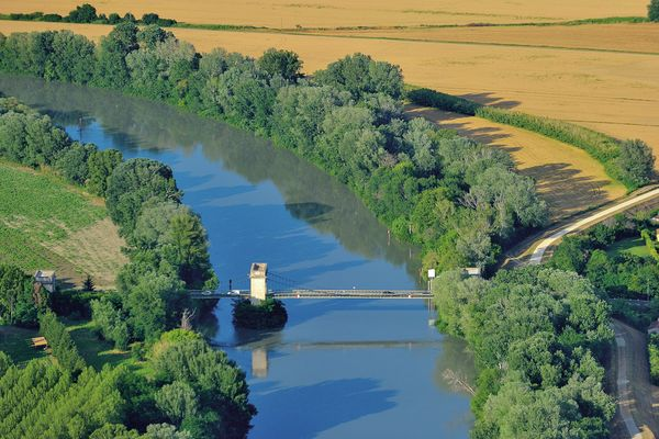 17.1 D3_COR58932012, fourques, pont, pont de fourques, rhône, vieux pont, vue aérienne.jpg
