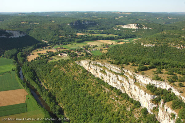 Vue aérienne de Brengues--Lot Tourisme-ECAV aviation-Michel Bernard.jpg