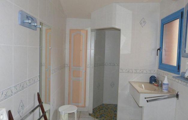 saint-amand-sur-sevre-gite-les-ecorcins-salle-de-bain.jpg