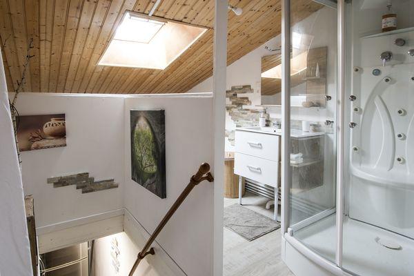le-breuil-bernard-chambre-dhotes-le-duplex-salle-de-douche.jpg