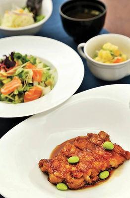 Poulet Teriyaki et Salade Chirashi_DAIDOKORO_CMJN_300DPI_DBOUKLA.jpg