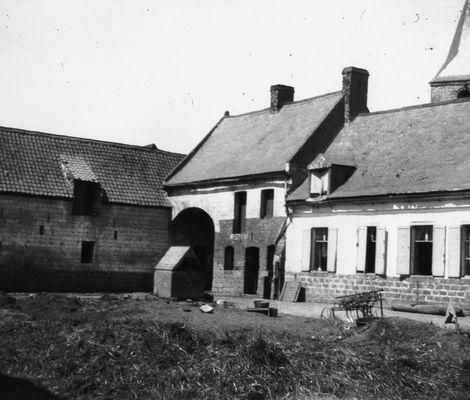 Panneau 13 -Thème 2- lieux de cantonnements -Cliché  5- Ferme à Estrée Cauchy.jpg