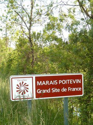 Embarcadere-de-l-abbaye-marais-poitevin-maillezais-85420-14.jpg